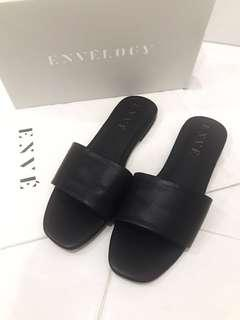 ENVELOGY Alma Sandals (black)