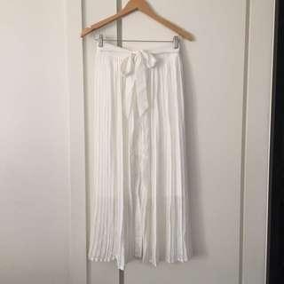 Size 8-10 chiffon pleated maxi skirt