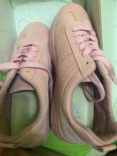 Sepatu LEV