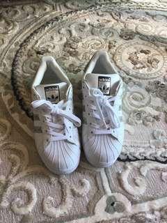 🚚 Adidas皮質休閒鞋