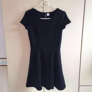🚚 H&M / HM BLACK SKATER DRESS