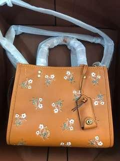 Coach 花圖案啡色皮手挽袋 floral bow print leather bag