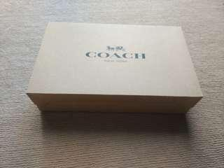 🚚 Coach gift box and wrapping tissue - Authentic !