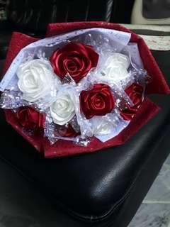 9 Stalks White Red Roses Flower Bouquet