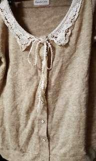 🚚 氣質蕾絲領珍珠扣針織外套99元出清