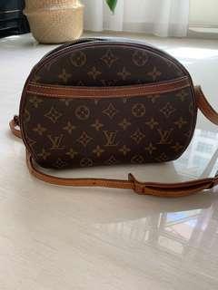 🚚 Louis Vuitton Vintage Sling Bag