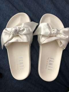 Fenty slippers white bow size 5