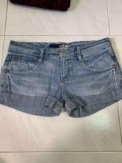 🚚 Blue denim shorts