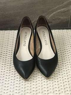 Staccato black wedge pump