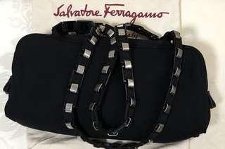 🚚 Salvatore Ferragamo small sling bag