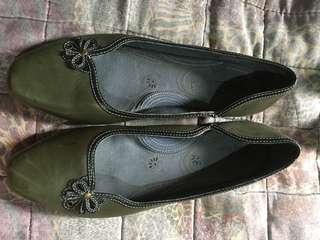 Green dollshoes