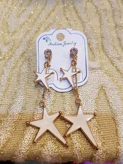 🚚 白色雙星耳環