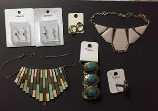 women's accessories ( earrings, necklaces )