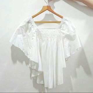 🚚 BN White Flowy Batwing Sleeves Lace Pattern Blouse Top