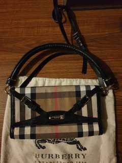 Preloved Burberry sling bag