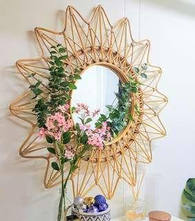 🚚 Sunburst mirror decor