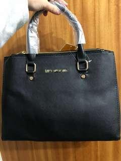 倉庫爆了 出價就賣 海關查扣 M牌手提包 側背包