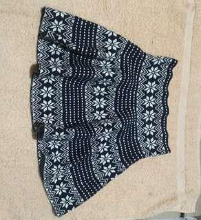 Trendy midwaist skirt