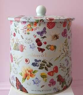 🚚 Crabtree & Evelyn and Sanrio Original (Limited Edition) Authentic Brand New Hello Kitty Tin Storage Biscuit Container