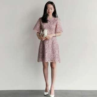 Lace dress in dusty pink