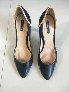 Massimo Dutti Black Leather pointed pumps shoes