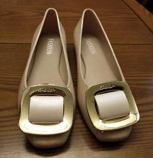 🚚 方釦 膚色 平底娃娃鞋 37號
