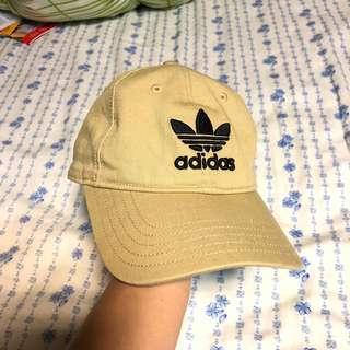 🚚 9成新 Adidas 卡其老帽