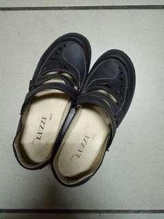 🚚 Luzzi真皮雕花樂福鞋