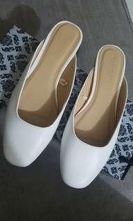 Flat comfy sandals white