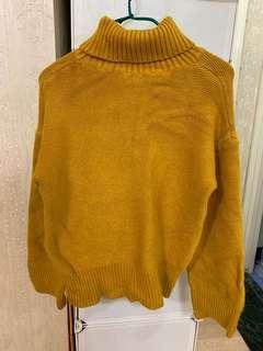 姜黃色高領毛衣