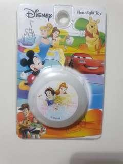 🚚 [Juniorcloset] 🆕️ authentic Disney princess badge/ pin flashlight pin