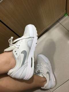 Nike白鞋