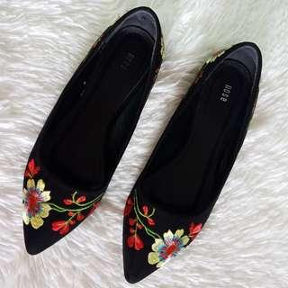 NOSE Embroidered Flats