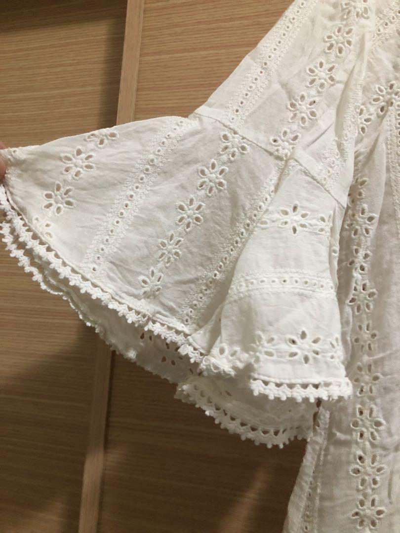日貨蕾絲雕花白色上衣 #喇叭袖 #花花