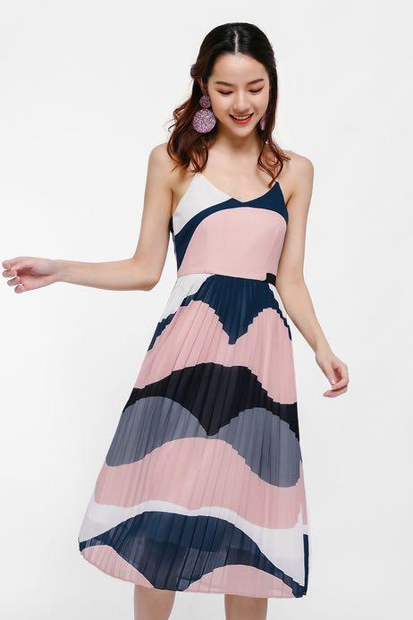 24483ba79ea5c Love bonito aria pleated midi dress, Women's Fashion, Clothes, Dresses &  Skirts on Carousell