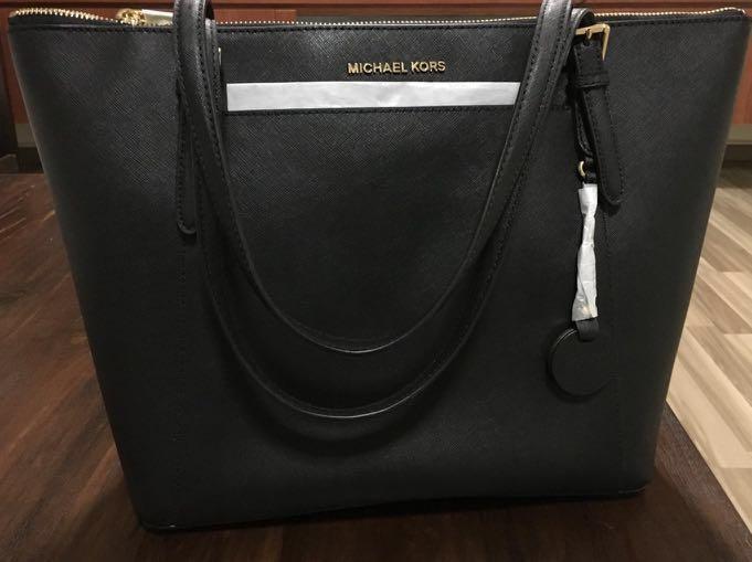 37439e48331784 Michael Kors Bag, Women's Fashion, Bags & Wallets, Handbags on Carousell