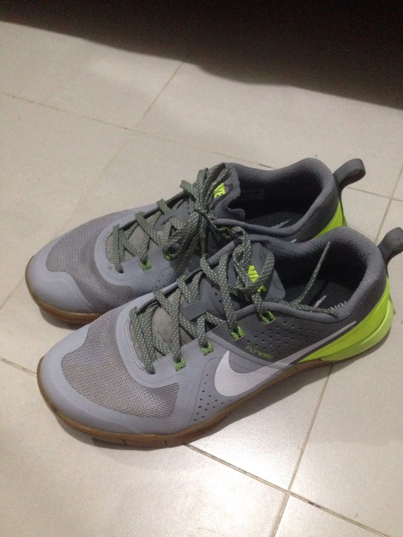 d168549e42f NIKE FLYWIRE TRAINING SHOES