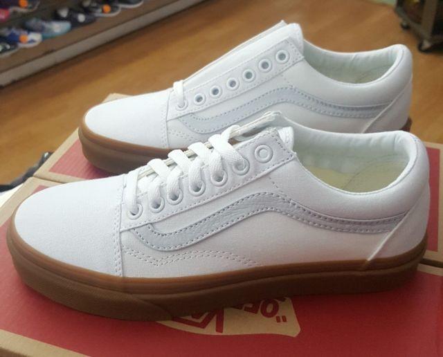 6b2ab4718e White Vans Old Skool Gum Sole shoes