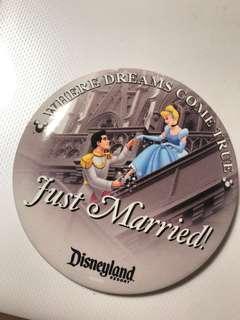 迪士尼襟章 Disneyland 灰姑娘 Cinderella Just Married 來自美國佛羅里達州- 奧蘭多的迪士尼世界WALT Disney World