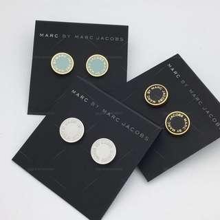 💚現貨💚  Marc by Marc Jacobs Enamel Logo Disco Stud Earrings 灰藍色 黑金 白銀 耳環