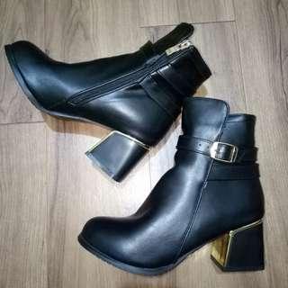 🚚 粗跟皮短靴