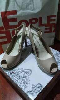 Sandals w/heels 3inch only bundle
