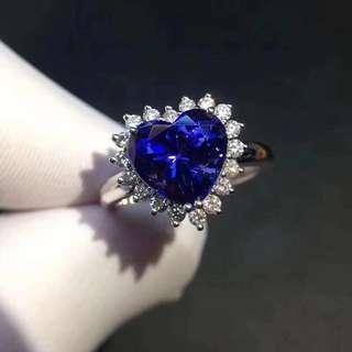 坦桑石戒指。$35000