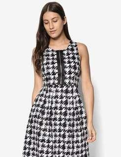 🚚 Zalora Collection Exposed Zip Fit & Flare Dress