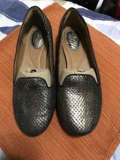 Clarks snake design shoes