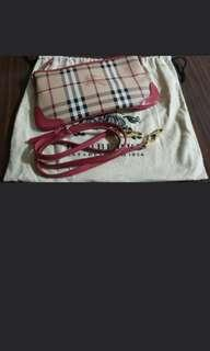 🚚 Burberry Sling Bag