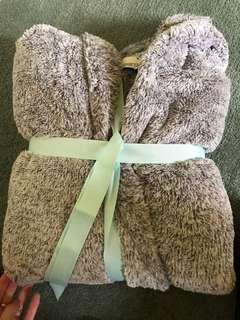 Fluffy hodded jacket
