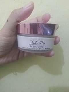 Pond's Flawless White whitening soft cream 50g