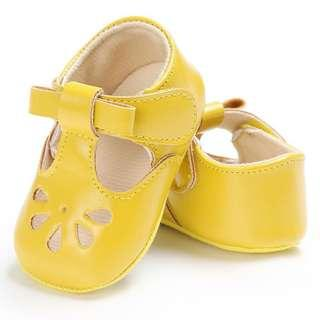 🚚 Instock - yellow Mary Jane crib shoes, baby infant toddler girl