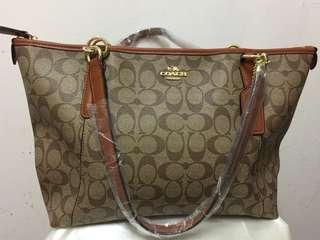 7038bb7dc129 Prada Saffiano Lux, Luxury, Bags & Wallets, Handbags on Carousell